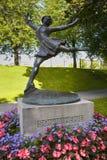 € d'OSLO, NORVÈGE «le 18 août 2016 : Statue en bronze de patineuse de femmes Images stock
