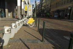 € de Bruxelles, Belgique «23 août : Villo ! location automatique s de bicyclette Images stock