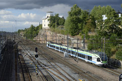 € de HELSINKI, FINLANDE «le 15 août 2014 : Jonction ferroviaire au c Photographie stock