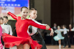 """€ de Minsk, Bielorrusia """"27 de septiembre de 2015: Pares no identificados de la danza Imagen de archivo"""