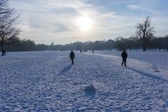 """€ de MUNICH """"o 28 de janeiro: Povos que apreciam o tempo bonito durante wi Fotografia de Stock"""