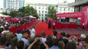 """€ de Odessa, Ucrania """"7 de julio de 2014: Huéspedes Odessa International Film Festival en la alfombra roja en la ceremonia de in almacen de metraje de vídeo"""