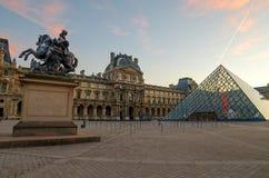 """€ de PARIS, FRANÇA """"29 de novembro de 2014: Louvre no nascer do sol Foto de Stock"""