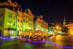 """€ de Varsovia, Polonia """"4 de agosto de 2017: Calle vieja en Varsovia en la noche en la ciudad vieja teniendo en cuenta las linte Imagen de archivo libre de regalías"""