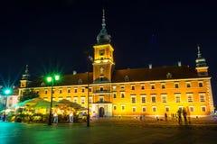 """€ de Varsovia, Polonia """"4 de agosto de 2017: Plac Zamkowy Escúdese el cuadrado en Varsovia en la noche en la ciudad vieja por la Foto de archivo libre de regalías"""