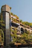"""€ de VIENA """"8 de agosto: Fachada de la casa de Hundertwasser con el árbol Fotos de archivo"""