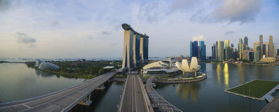 """€ di Singapore, Singapore """"luglio 2016: Vista aerea dell'orizzonte della città di Singapore nell'alba o del tramonto a Marina Ba fotografia stock libera da diritti"""