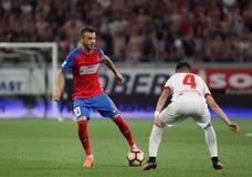 € «Dinamo Bucuresti de Romania's Liga 1†«Steaua Bucuresti du football Images stock