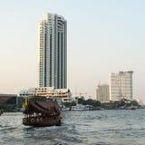 Local βάρκα μεταφορών στον ποταμό Phraya Chao Στοκ Εικόνα