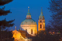 """€ St. Nicholas Cathedral nach Einbruch der Dunkelheit """"am 28. März: Stockbild"""