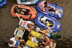 """€ VANTAAS, FINNLAND """"am 1. August 2015: Bier-Schwimmen (kaljakellunta Lizenzfreies Stockbild"""
