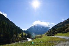 Vent i hösten, by i Oetstal (Österrike) Royaltyfria Bilder