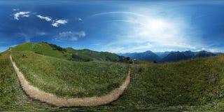 360°球状全景:足迹在一个高山草甸 库存图片