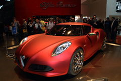 2011 de la demostración de motor de Ginebra Alfa Romeo 4C Foto de archivo