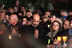Prelado durante a maneira da cruz presidida pelo papa Francis mim Foto de Stock