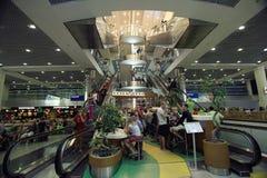 € de Moscou, RUSSIE «22 juin : Les gens à l'atterrissage d'aéroport à Moscou le 22 juin 2014 Image libre de droits