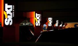 € de MUNICH, ALLEMAGNE «le 24 décembre 2009 : Sixt - loyer de voiture d'aéroport Images libres de droits