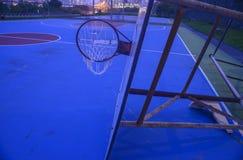 desmoronou desastre do tufão do afterda aro de basquetebol Imagens de Stock Royalty Free