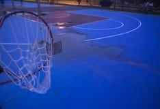 desmoronou desastre do tufão do afterda aro de basquetebol Imagens de Stock