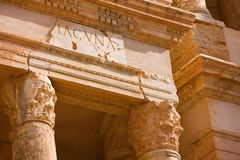 Sabratah de Líbia, detalhe de colunas Foto de Stock