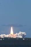 STS 121 del lanzamiento de la lanzadera de espacio Imágenes de archivo libres de regalías