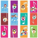 Lyckliga musikungar Arkivbild