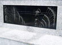 ÂMBAR, RÚSSIA Um painel de pedra no holocausto da base do monumento foto de stock