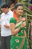 Âncora da senhora TEVÊ que cobre um evento público na Índia Fotografia de Stock