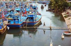 Âncora do barco de pesca no porto .KHANH HOA, NA de VIET Imagem de Stock