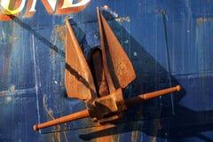 Âncora oxidada no barco Foto de Stock Royalty Free