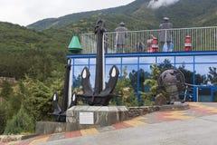Âncoras perto do museu marítimo, Safari Park na cidade Gelendzhik, região de Krasnodar, Rússia Imagem de Stock Royalty Free