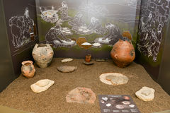 Ânforas antigas do museu nas ruínas romanas em Egnazia Fotos de Stock