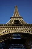 Ângulo do extremo da torre Eiffel Imagem de Stock Royalty Free