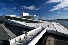 Ângulo largo do teatro da ópera nacional de Oslo Fotos de Stock Royalty Free