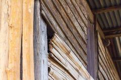 Ângulos de parede de madeira velhos Fotos de Stock