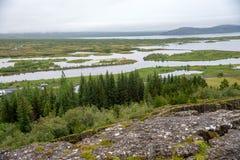 Þingvellir, όπου τα ευρωπαϊκά και αμερικανικά πιάτα συναντιούνται Εθνικό πάρκο Thingvellir κοντά στο Ρέικιαβικ στοκ εικόνα