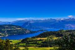 Øystese, piękny klejnot w Hardanger Fjord Fotografia Stock