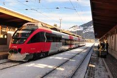 Ã-tztal/Vorarlberg: Composições do trem do trilho de Stalder que conduzem de foto de stock