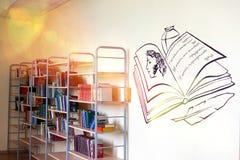 ??eljabinsk, Federazione Russa, il 25 marzo 2019, un corridoio vuoto in una scuola russa, libri che si trovano sugli scaffali immagini stock libere da diritti