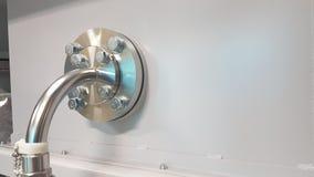 不锈钢对被安装边缘的管接 免版税库存照片