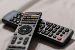 两个电视遥远的控制器 免版税库存图片