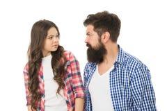 严密的父亲概念 人残酷有胡子的爸爸谈话与一点女儿 禁止的某事 父母身分和养育 库存照片