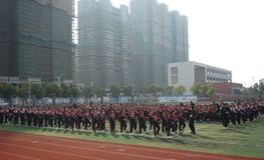 中国学生做篮球体操 库存照片