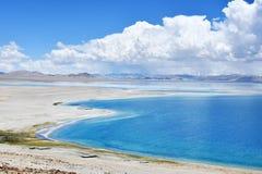 中国 西藏的大湖 湖泰瑞晴朗的夏天天气的塔西纳木错 免版税库存图片