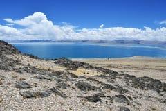 中国 西藏的大湖 湖泰瑞晴朗的夏天天气的塔西纳木错 库存照片