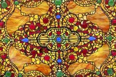 与五颜六色的东方装饰品的污迹玻璃窗 免版税库存照片