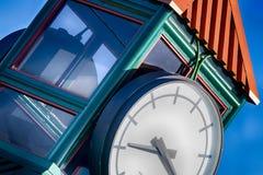 与天空蔚蓝的抽象钟楼 库存照片