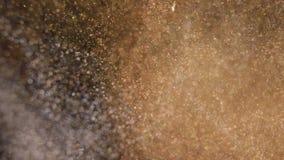 与浅景深的典雅,详细和金黄微粒流程水中 向量例证