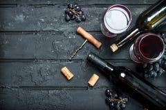 与拔塞螺旋的红酒 免版税图库摄影