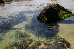 与石头的异乎寻常的风景在海洋,海 库存照片